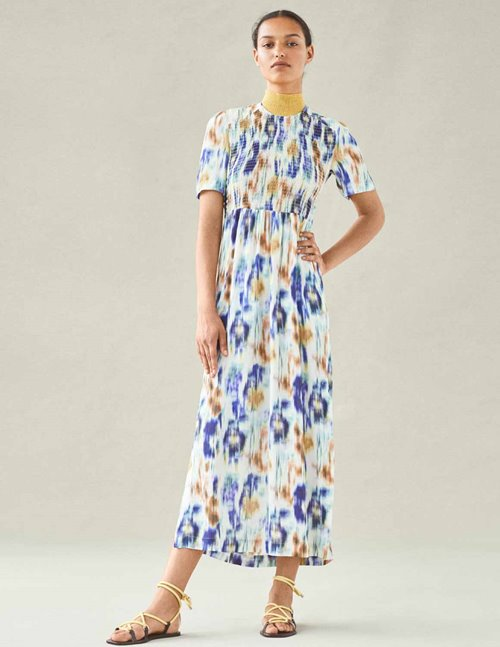 Adamaris Dress - Baum und Pferdgarten - White/Blue